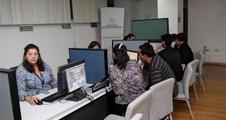 Ecuador: cuatro carreras acapararon el 24.13% de inscripciones en Universidades